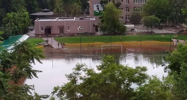 Стадион, который вчера с пафосом открывал Зеленский, на самом деле оказался бассейном для игры в водное поло