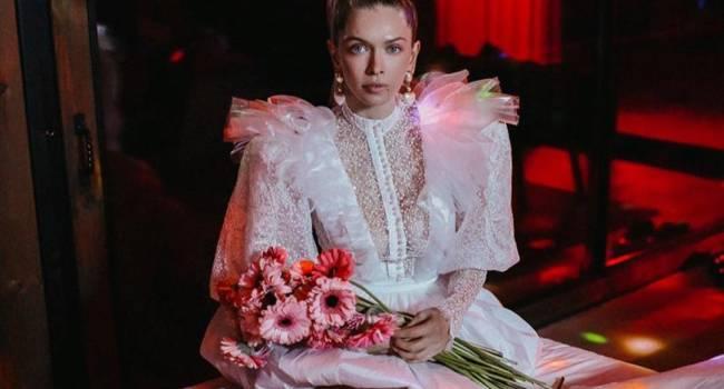 «Он сделал мне предложение. Я согласилась»: Вера Брежнева в свадебном платье поделилась личным