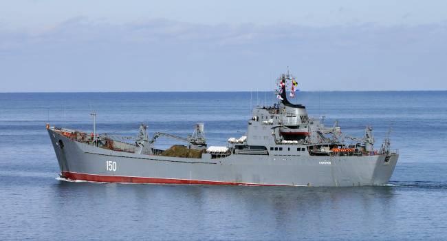 Корабль прошел через Босфор: Россия отправила в Сирию очередную партию нового оружия и техники
