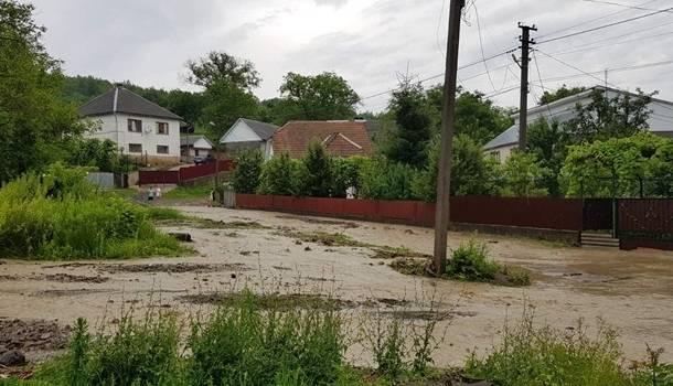 Деньги распределяют несправедливо: на Прикарпатье скандал из-за компенсаций пострадавшим от наводнений
