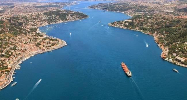 «Корабли РФ оказались парализованы. Другого пути нет»: Турция в срочном порядке закрыла пролив Дарданеллы