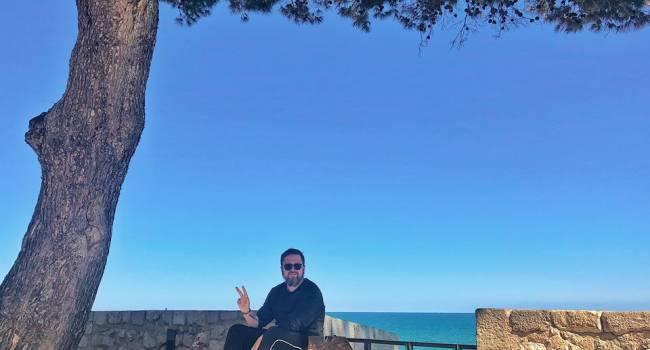 Сазонов: идиоты могут за него голосовать и идти на работу... Он передает вам привет с побережья, но сам не приедет