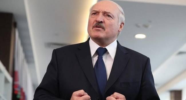 «Если не будет уверен, то перенесет»: политолог заявил, что Лукашенко введет в Беларуси режим чрезвычайного положения
