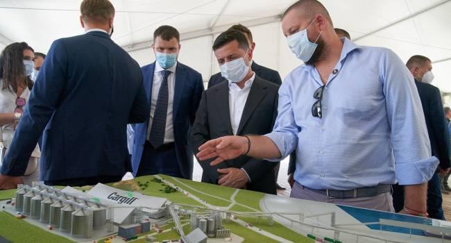 «Перед местными выборами и не так раскорячишься»: политолог прокомментировал поездку Зеленского в Луганскую область
