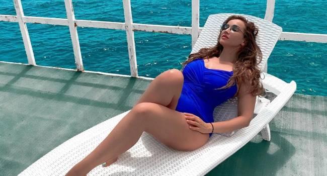 «Появился хороший партнер по сексу»: Анфиса Чехова покорила сеть фото в красном купальнике