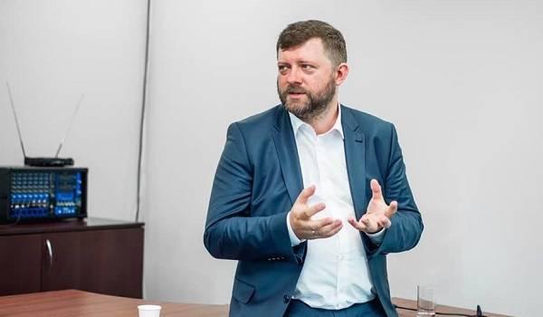 Корниенко назвал причину падения рейтинга партии «Слуга народа»