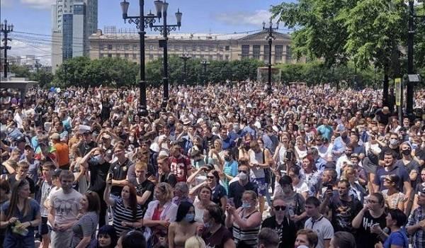 По всей России начались протестные акции в связи с арестом губернатора
