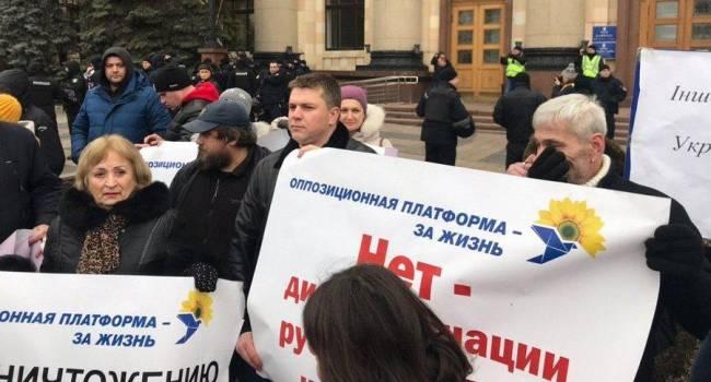 Блогер: «слуги народа» хотят вернуть в школы русский язык