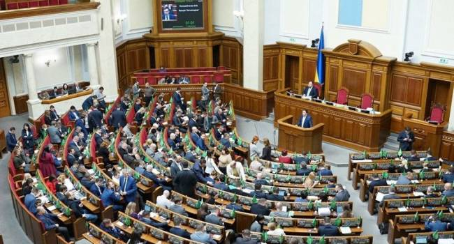 Передумал: Зеленский снял с рассмотрения Рады проект закона о возвращении баснословных зарплат чиновникам