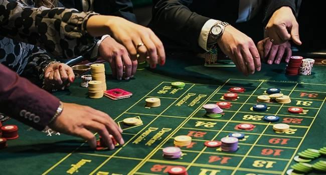 Политолог: «слуги народа» пытаются протянуть свой лоббистский законопроект о казино