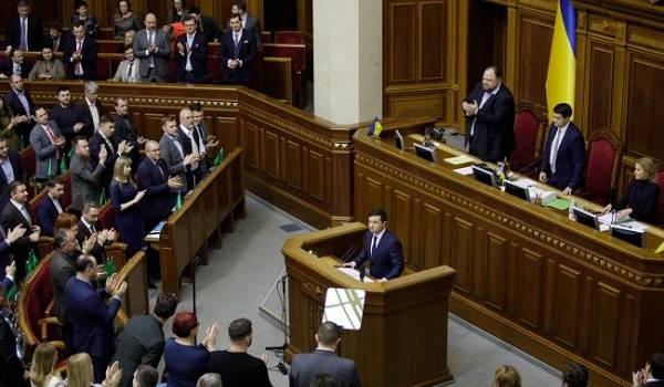 Большая часть украинцев засомневалась в том, что окружение Зеленского состоит из честных людей