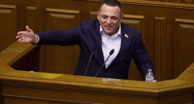 Политолог: Бужанский и Разумков набирают себе электоральные баллы, а платит за это своим рейтингом Зеленский