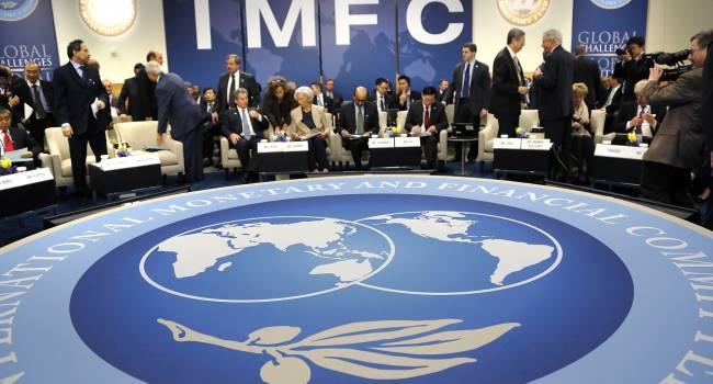«Протянутые ладошки и подобострастные улыбки»: экономист заявил о полном подчинении Украины МВФ