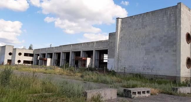 Блогер: это не фото разрухи в «ЛДНР», это аэропорт города Сумы, где не летали снаряды, но это полная разруха