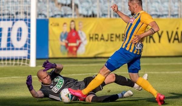 Футбольный чемпионат в Чехии пришлось досрочно завершить из-за коронавируса