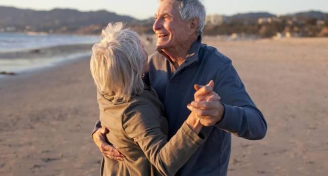 На ощущение счастья никак не влияет: ученые заявили, что жизнь женатых и одиноких людей практически одинаковая