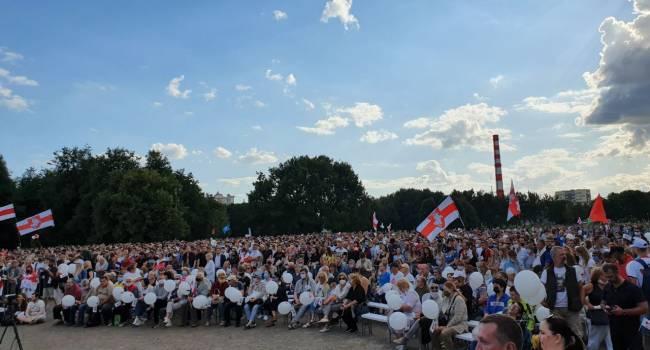 Самый крупнейший митинг за десятилетие: около 60 тысяч человек вышли на улицу поддержать основного конкурента Лукашенко на выборах в Беларуси