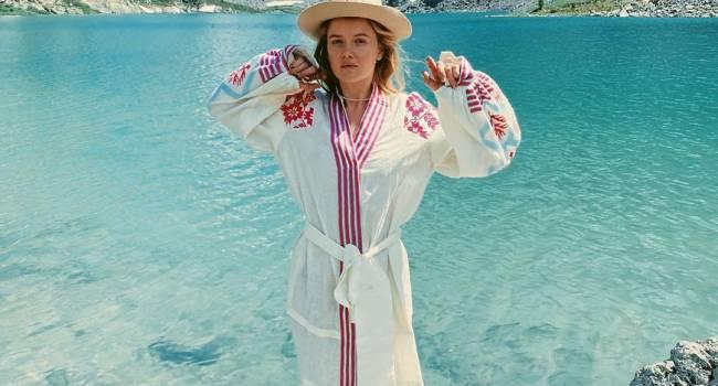 «Фото в стиле дочери природы»: Мария Ивакова после коронавируса отправилась на Алтай, восхитив сеть снимками с путешествия thumbnail