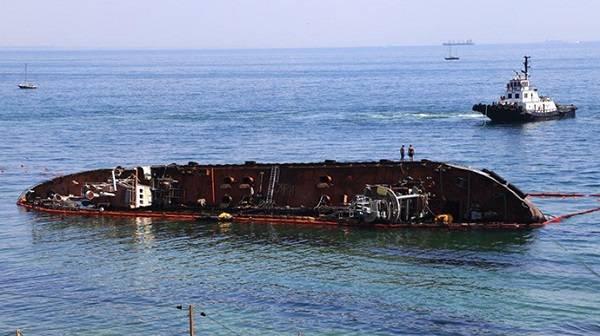 В Одессе объявлен конкурс на поднятие и эвакуацию танкера Delfi