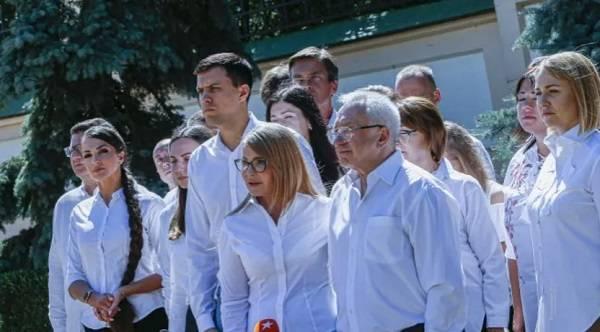 Сегодня партия Тимошенко «Батькивщина» официально начала предвыборную кампанию на местные выборы