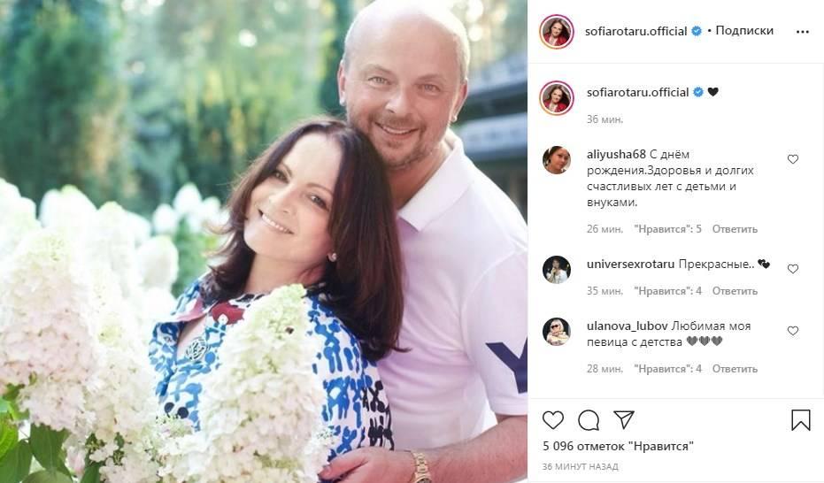 «Какая Вы красивая женщина»: София Ротару «атаковала» сеть фотографиями с празднования своего дня рождения