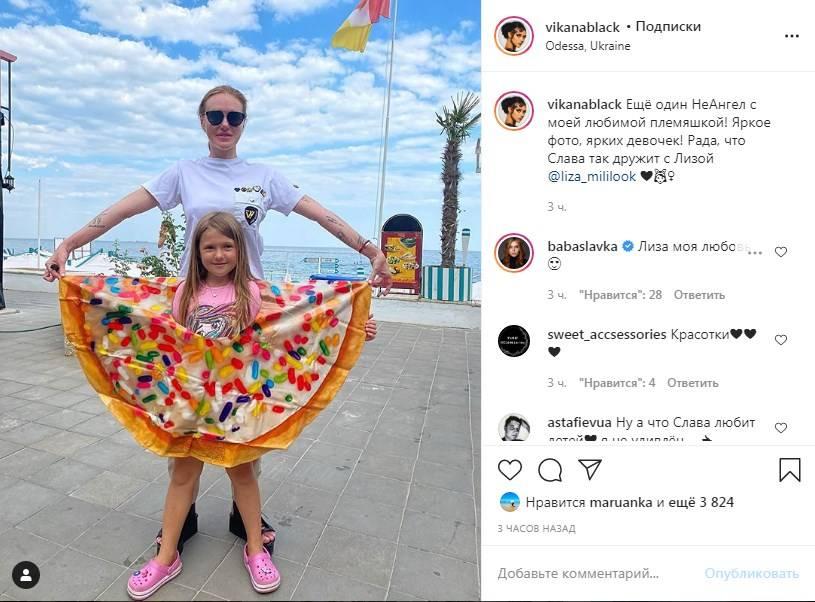 «Рада, что Слава так дружит с Лизой»: Вика с «НеАнгелов» показала забавное фото своей племянницы