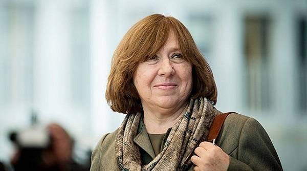 «Ты просто хочешь власти, и это твое желание обернется кровью»: писательница Алексиевич жестко обратилась к Лукашенко