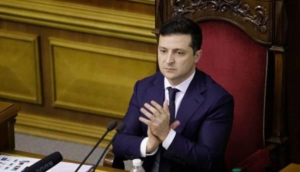 Зеленский просит Разумкова провести внеочередное заседание Рады 25 августа