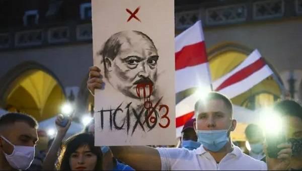 Стопка бюллетеней за Тихановскую была в пять раз больше, чем за Лукашенко: стало известно о массовых фальсификациях на выборах в Беларуси