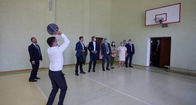 Блогер: политтехнологи ОП с Банковой пытаются подражать туркменского диктатора