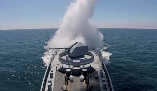Путинские военные открыли артиллерийский огонь у берегов аннексированного Крыма