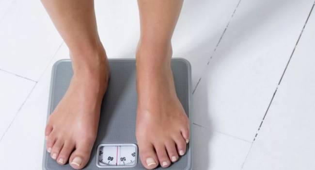 «Организм получает тяжелейшее отравление»: диетолог предупредила о смертельной опасности быстрого похудения