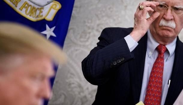 «Невежественный и безнравственный»: Болтон предъявил громкое обвинение Трампу