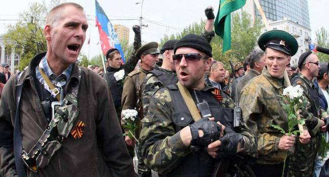«Проверяющие из России в шоке»: 2 полка ВСУ в любой момент могут выйти на кордон с РФ, а в «ЛДНР» процветает алкоголизм и наркомания
