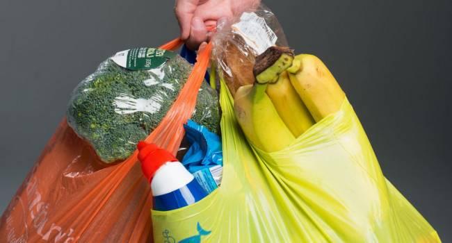 Еще одна страна полностью отказалась от использования пакетов из пластика