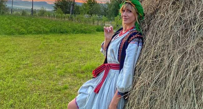 «Какие у Вас булки»: Леся Никитюк засветила лишний вес, позируя в купальнике