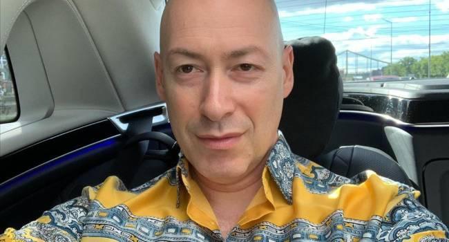«Увольте своего пиарщика, или как она там называется, кто предложил выложить это фото»: Дмитрий Гордон показал голое фото с бассейна