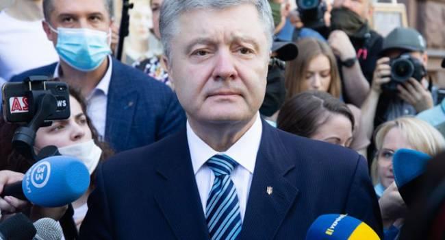 Журналист: не мешало бы теперь извиться перед Порошенко – суд снял арест с картин пятого президента