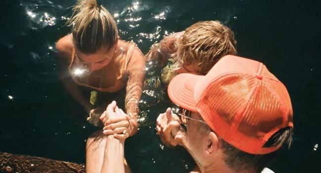 «Это был один из самых особенных моментов в моей жизни»: Джастин Бибер с женой прошел обряд крещения