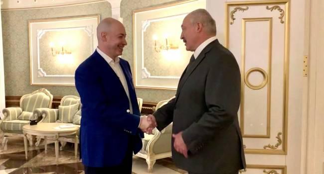 «Даже не вылезли из своих баз, просто спали там…»: Лукашенко и Гордон «растерли в порошок» Александра Турчинова за сдачу Крыма России