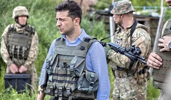 Глава Минобороны: военнослужащие доверяют Зеленскому и рады ему