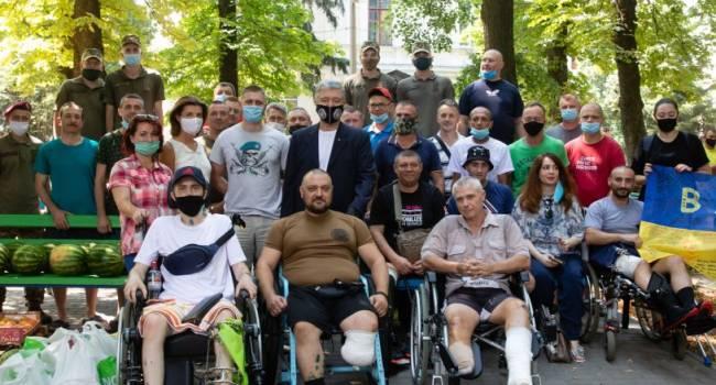 Юсупова: Зеленский и его жена после своего избрания еще никогда не были в госпиталях у раненых, Порошенко снова приехал