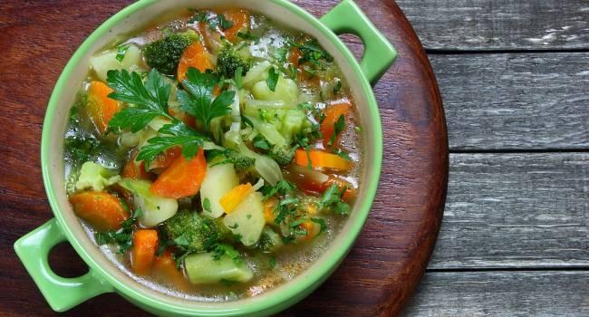 Сбросить вес за несколько дней: эксперты рассказали об уникальной диете на одном супе
