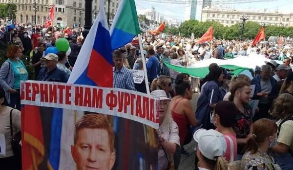 Жители Хабаровска вновь вышли на антипутинский протест и поддержали Беларусь
