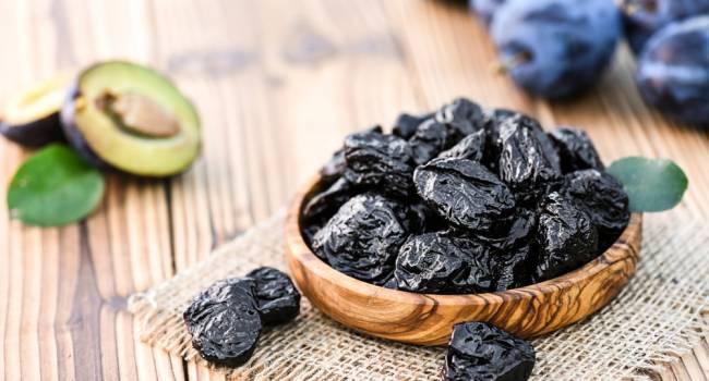 «Не только для отличной работы кишечника»: медики назвали еще одно уникальное свойство чернослива