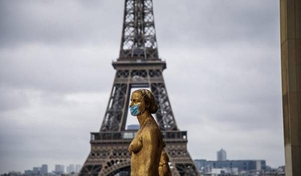 Во многолюдных местах Парижа ношение масок станет обязательным