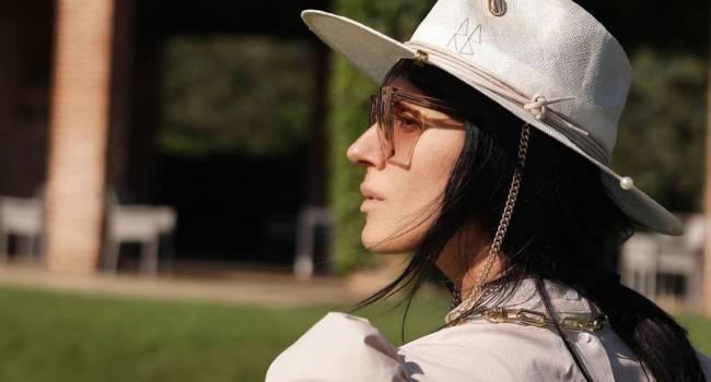 «Невероятной красоты женщина» Маша Ефросинина продемонстрировала идеальный образ для поездок за город