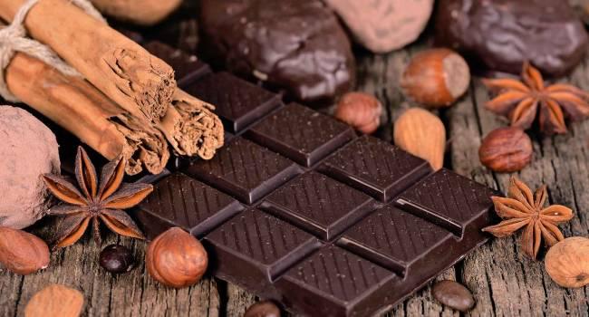 Сбрасывать вес будет приятнее: эксперты объяснили, почему необходимо включать шоколад в диеты