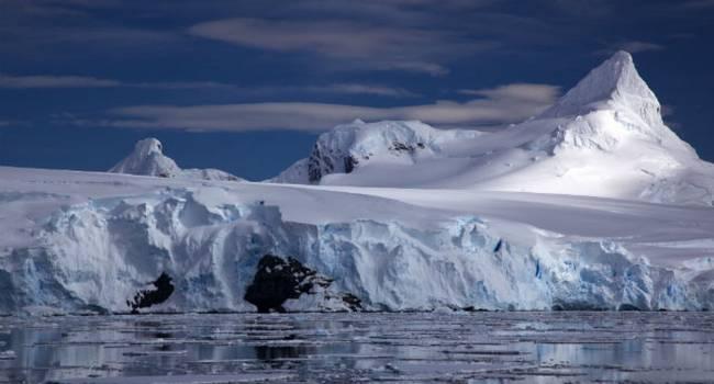 В Антарктиде найден ледяной корабль