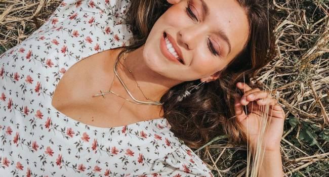 Регина Тодоренко разделила поклонников на два табора, позируя с минимальным макияжем на лице